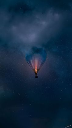 hot air balloon in the sky clouds - beautiful images and wallpapers Galaxy Wallpaper, Nature Wallpaper, Cool Wallpaper, Mobile Wallpaper, Wallpaper Backgrounds, Iphone Backgrounds, Wiccan Wallpaper, Iphone Wallpapers, Dream Photography