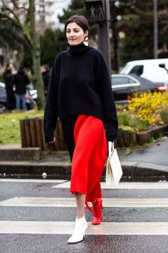 Bold colored clothing pieces are instantly high fashion when paired with statement shoes  | For more style inspiration visit 40plusstyle.com