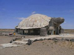 Super house like a turtle.(I, tried to find more info on this house, but all I could find was pictures of the outside and no story about it, let alone where it is. If someone knows, please post a comment and I'll add it to my Architecture board. Unusual Buildings, Interesting Buildings, Amazing Buildings, Amazing Houses, Best Funny Photos, Cool Photos, Funny Pictures, Random Pictures, Funny Pics