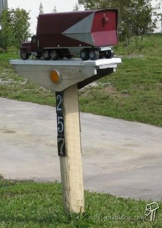 Tractor Trailer mailbox Funny Mailboxes, Unique Mailboxes, Rural Mailbox, Mailbox Ideas, Mail Call, You've Got Mail, Mail Boxes, Going Postal, Big Rig Trucks