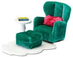 Lundby Smaland Armchair and Footstool with Fluffy Rug (armchair with footstool, pink cushion, side table, book, rug) Dollhouse Furniture Sets, Miniature Furniture, Dollhouse Dolls, Dollhouse Miniatures, Velvet Dolls, Green Armchair, Cute Furniture, Brass Bed, Cozy Chair