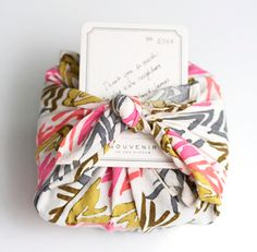 I am totally doing this- no more crappy wasteful paper for me. plus, this is beautiful! Furoshiki: Japanese Fabric Gift Wrapping for your Christmas gifts! Wrapping Ideas, Creative Gift Wrapping, Creative Gifts, Wrapping Gifts, Japanese Gift Wrapping, Japanese Gifts, Japanese Art, Japanese Origami, Japanese Style