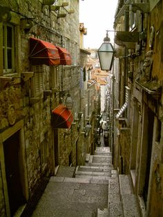 Dubrovnik - pretty old alley and al fresco on stairs!