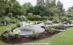 Trädgårdsflow: Almost done Backyard, Patio, Zinnias, Looks Cool, Stepping Stones, Landscape, Outdoor Decor, Flowers, Ponds