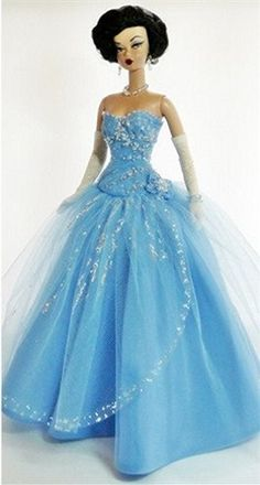 Evening Glamour by Maria Elena Lopez Barbie Fashion Barbie Gowns, Barbie I, Vintage Barbie Dolls, Barbie World, Barbie Dress, Barbie Clothes, Barbie Style, Doll Dresses, Glamour