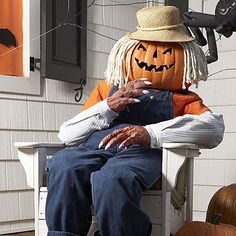 Turn your scarecrow into something even more sinister- a pumpkinheaded monster! Halloween Yard Props, Halloween Porch Decorations, Halloween Scarecrow, Outdoor Halloween, Halloween Party Decor, Holidays Halloween, Halloween Pumpkins, Halloween Crafts, Happy Halloween