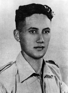 TIL that Lieutenant Moana-Nui-a-Kiwa Ngarimu filled a breach in his battalion line with only rocks and a tommy gun. He was awarded the Victoria Cross Maori People, Global Conflict, New Zealand Art, Anzac Day, History Online, Mystery Of History, Lest We Forget, Remembrance Day, Historical Images
