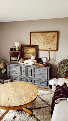 Create a Cozy Autumn Vignette Rustic Farmhouse Furniture, Cottage Farmhouse, Farmhouse Design, Fall Vignettes, Seasonal Decor, Holiday Decor, Autumn Cozy, Craftsman Style, Vintage Decor