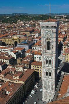 Il campanile di Giotto è la torre campanaria di Santa Maria del Fiore, la cattedrale di Firenze, e si trova in piazza del Duomo.  Le sue fondamenta furono scavate attorno al 1298 all'inizio del cantiere della nuova cattedrale, quando capomastro era Arnolfo di Cambio.