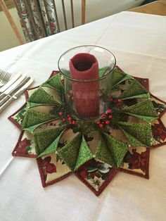 said add a description. looks like double-sided squares with the bottom edged in a printed seam binding you make yourself, arranged to make a unique candle holder for the holidays. Christmas Makes, All Things Christmas, Christmas Holidays, Christmas Decorations, Christmas Ornaments, Christmas Candle, Quilting Projects, Quilting Designs, Craft Projects