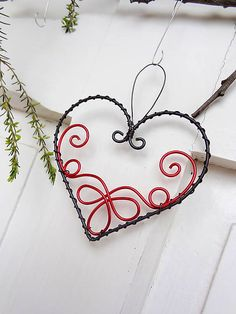 Wire Crafts, Metal Crafts, Jewelry Crafts, Stone Wrapping, Wire Wrapping, Wire Wrapped Jewelry, Wire Jewelry, Wire Ornaments, Felt Hearts