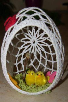 Easter Egg Pattern, Easter Crochet Patterns, Crochet Birds, Holiday Crochet, Crochet Home, Easter Egg Basket, Easter Eggs, How To Make A Pom Pom, Christmas Door Decorations