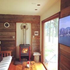 Shipping Container House Coyhaique, Chile - Living in a Container Shipping Container Cabin, Off Grid Cabin, Pellet Stove, Current Picture, Tiny House Design, House Layouts, Lofts, Small Spaces, Home Appliances