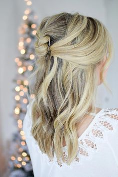 An Easy Knotted Half Up – The Small Things Blog #EasyElegantHairstyles Black Prom Hairstyles, Easy Hairstyles, Wedding Hairstyles, Half Up Half Down Short Hair, Simple Elegant Hairstyles, Balayage Hair Tutorial, Girls Short Haircuts, Beach Wave Hair, Stylish Hair
