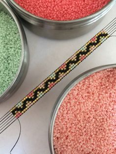 I needed to exhibit you making a bracelet with natural stone and leather thread with video. Bead Loom Patterns, Jewelry Patterns, Beading Patterns, Neon Bracelets, Bead Loom Bracelets, Native Beadwork, Friendship Bracelet Patterns, Loom Beading, Bead Weaving