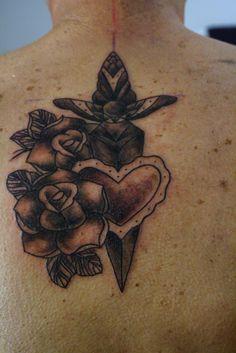Rose, cuore, pugnale , posizione schiena