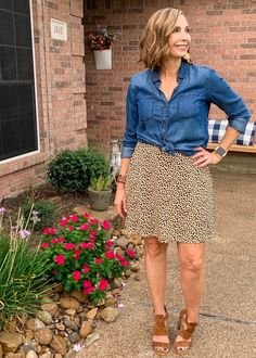 Although the temps don't exactly feel like fall, our back to school routine sure has me feeling like it is certainly on the horizon. I'm definitely ready to pull out some more fallish looking colors and get this show on the road! Today I'm showing some looks I'll hopefully be wearing soon and joining my […]