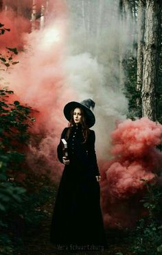 halloween photography Imagine The Magic That Might Be Under The Madness annwn: Vera Schwartzburg Halloween Fotografie, Halloween Fotos, Halloween 2019, Pagan Halloween, Halloween Party, Rauch Fotografie, Witch Photos, Instagram Inspiration, Smoke Photography