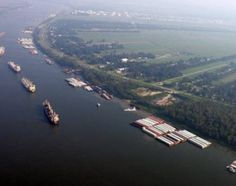 Ships and cargo containers sailing along the Mississippi River