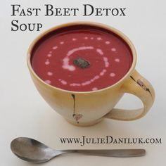 The ultimate anti-inflammatory soup – every sip will help your joints, brain and liver : The Hearty Soul detox water benefits Liver Detox Cleanse, Detox Your Liver, Diet Detox, Detox Foods, Body Cleanse, Juice Cleanse, Full Body Detox, Detox Your Body, Smoothie Detox