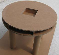 Bonjour, voici le projet en cours de réalisation. Une table et une chaise en carton pour la chambre de ma fille, réalisées en carton double cannelure et mandrins. La table sera simple mais fonctionnelle, un compartiment avec couvercle sur le dessus, pour...