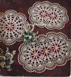 Crochet Flowers Design Free Vintage Crochet Three Way Daisy Doily Pattern Filet Crochet, Thread Crochet, Crochet Crafts, Crochet Projects, Crochet Table Topper, Crochet Tablecloth, Free Crochet Doily Patterns, Crochet Designs, Free Pattern