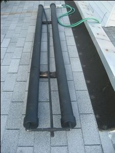 Solar power - DIY PVC Pipe Solar Water Heater - Turn 2 PVC pipes into a portable solar water heater. Solar Energy System, Solar Power, Wind Power, Alternative Energie, Garage Atelier, Solar Heater, Pool Heater, Solar Projects, Carpentry Projects