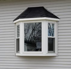 Best exterior windows seat for the your house. lets read tips and trick seating the modern windows in here ! Cottage Windows, Farmhouse Windows, Bay Window Exterior, Windows And Doors, Bow Windows, Casement Windows, Window Glass Design, Bay Window Living Room, Window Casing