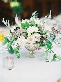 Al Fresco Tuscan inspired centerpiece: http://www.stylemepretty.com/2016/06/06/a-sonoma-wedding-inspired-by-old-world-tuscany/ | Photography: Michele Beckwith - http://michelebeckwith.com/