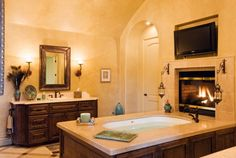 Tv and fireplace in front of the tub....oh my ;-)