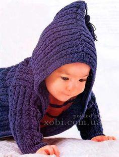синее детское пальто с капюшоном