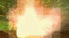#Ciência: Câmeras de alta velocidade revelam por que o sódio explode na água ↪ Por @jpcppinheiro. A clássica cena de sódio puro explodindo em contato com a água já é bastante conhecida. Enfim, com o uso de câmeras de alta velocidade, os cientistas puderam entender o que causa a explosão. Veja só! http://curiosocia.blogspot.com.br/2015/01/cameras-de-alta-velocidade-revelam-por.html