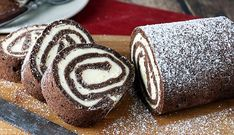 The chocolate roll cake encompasses a delicious cream cheese filling that's the perfect way to get added fats into your diet. Keto Desserts, Sugar Free Desserts, Dessert Recipes, Cake Recipes, Chocolate Roll Cake, Chocolate Desserts, Chocolate Cream, Hostess Cupcakes, Honey Buns