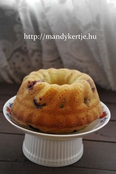 Mandy kertje és konyhája : Csokicseppes, meggyes kölökkuglóf Ring Cake, Something Sweet, Pound Cake, Scones, Fudge, Bakery, Muffin, Food And Drink, Cooking