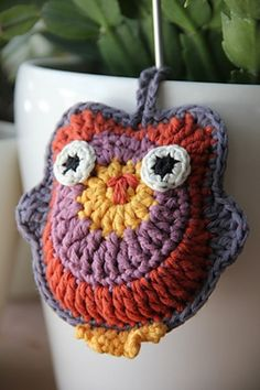 Amigurumi Owl - Free Pattern from Drops Design Crochet Star Patterns, Crochet Birds, Crochet Stars, Owl Patterns, Knit Or Crochet, Crochet Flowers, Crochet Stitches, Yarn Projects, Crochet Projects