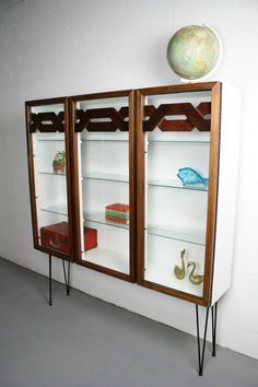 Broyhill sculptra mid-century modern bookcase / display cabinet ...