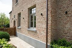 Brick and stucco detail. Love windows too Grey Window Frames, Garden Tiles, Saint Sauveur, Dutch House, Belgian Style, Mansions Homes, Exterior House Colors, Stone Houses, New Home Designs