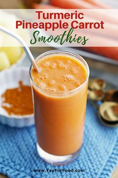 The sweet flavour of pineapple meets nutritious carrots in this bright refreshing smoothie recipe. Together with aromatic golden-yellow turmeric it's sunshine in a glass. Carrot Smoothie, Smoothie Bowl, Smoothie Detox, Coconut Smoothie, Smoothie Drinks, Easy Smoothies, Smoothie Recipes, Vegan Smoothies, Healthy Recipes