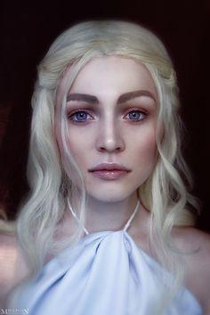 Daenerys Targaryen cosplay (Game of Thrones) Daenerys Targaryen Cosplay, Cosplay Makeup, Costume Makeup, Cosplay Costumes, Urban Decay Eyeliner, Game Of Thrones Cosplay, Game Of Thrones Costumes, Amazing Cosplay, Best Cosplay