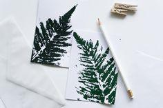 Zeit für Frühling, findet ihr auch? Mit diesem Tutorial bastelt ihr euch eure floralen DIY Karten mit Farnmotiv ganz einfach selbst.
