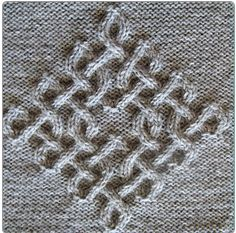 I'm loving this Celtic cable! Can you imagine a sweater or a bag with this motif on it?! Yummmmm :)