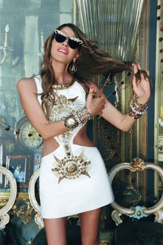 WMagazine Photo by Pierpaolo Ferrari Ah, the true sign of the fashion week apocalypse, the indomitable Anna Dello Russo. Anna Dello Russo, Fashion Editor, Fashion Stylist, Fashion Trends, Top Fashion Blogs, Style Fashion, Fashion Magazines, Nicole Richie, Grace Kelly