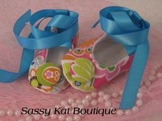 ~These sweet little shoes make a great baby shower gift.