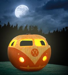 VW Camper van carved pumpkin for Halloween Halloween Pumpkin Designs, Halloween Pumpkins, Halloween Crafts, Halloween Party, Pumpkin Designs Carved, Pumkin Designs, Halloween Bedroom, Halloween Witches, Halloween Quotes