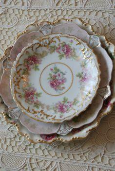 mix and match vintage plates Antique Dishes, Vintage Dishes, Antique China, Vintage China, Vintage Tea, China Plates, Plates And Bowls, Vintage Plates, Vintage Dishware