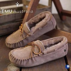 Still searching for the perfect present for mum? Check out our collection of super soft sheepskin slippers! Presents For Mum, Gifts For Mum, Small Gifts, Sheepskin Slippers, Moccasins, Searching, Flats, Winter, Check
