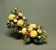 Cena nie dotyczy wazonu z tworzywa sztucznego. Bukiet znajduje się w plastikowym wkładzie w gąbce florystycznej którą należy wcisnąć w cmentarny wazon.  Proponujemy Państwu niepowtarzalne i oryginalne dekoracje nagrobne, niejednokrotnie różniące się od typowych wzorów. Dekoracja jest wykonana z Cemetery Vases, Plastic Vase, Chrysanthemum, Artificial Flowers, Funeral, Floral Wreath, Bouquet, Wreaths, Etsy