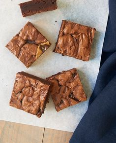 Add a salty bite to your next batch of brownies with Salted Caramel Brownies! - Bake or Break Salted Caramel Cupcakes, Salted Caramel Brownies, Chocolate Brownies, Chocolate Desserts, Salted Caramels, Blondie Brownies, No Bake Brownies, Delicious Chocolate, Vegetarian Chocolate