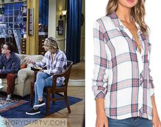 Penny (Kaley Cuoco) wears this white plaid shirt in this week's episode of The Big Bang Theory. It is the Rails Hunter Plaid Long-Sleeve Shirt, White/Navy/Coral. Buy it HERE, HERE or HERE Big Bang Theory Penny, The Big Theory, Fashion Tv, Star Fashion, Fashion Outfits, Kaley Couco, Hair Medium, Cool Style, My Style