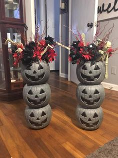 fall home decor homedecor home decor Plastic Pumpkin Stone Makeover- plastic pumpkin decorating. Halloween Prop, Halloween Hacks, Hallowen Ideas, Halloween Home Decor, Diy Halloween Decorations, Holidays Halloween, Halloween Pumpkins, Halloween Crafts, Halloween Mantel